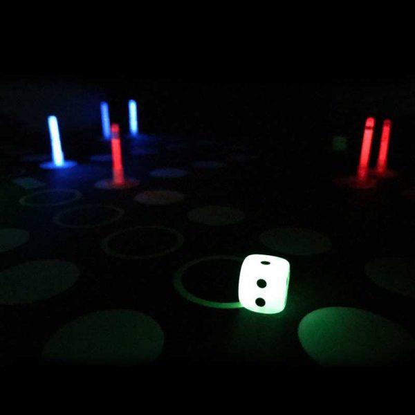 "Glow in the dark bordspel ""Ludo"" 1 glowsticks spel ludo 3"