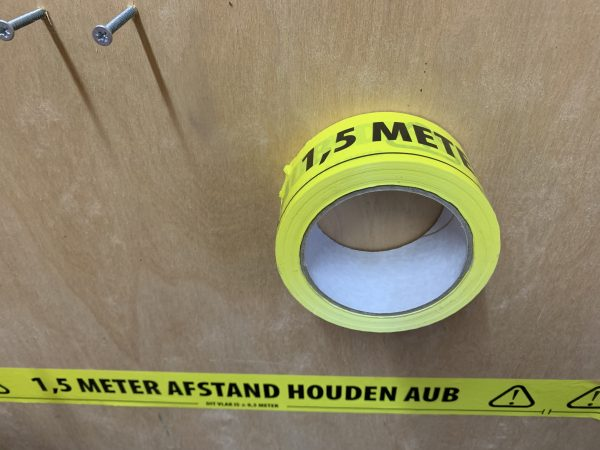Afstand houden tape 1,5 meter NL 4 AB2C1153 0554 455F 94C8 D5090CCB880E scaled